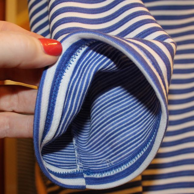 The stripes on the side seams do match at the notch point. And here you can see the reverse of the fabric. Love it!